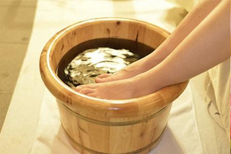 foot-massage-nguyen-son-137-5 cách massage chân xua tan mệt mỏi tại nhà