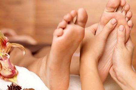 foot-massage-nguyen-son-137-Những tác dụng tuyệt với của masage chân sức khỏe
