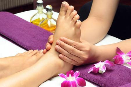foot-massage-nguyen-son-137-Những tác dụng của massage chân mà bạn nên thử 1 lần