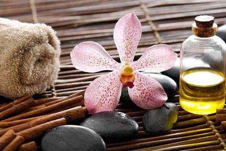 foot-massage-nguyen-son-137-Massage đá nóng tại nhà dễ thực hiện hơn bạn nghĩ