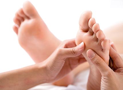 foot-massage-nguyen-son-137-2 cách detox hay đi kèm massage chân mà bạn nên biết