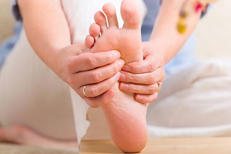 foot-massage-nguyen-son-137-Hãy massage chân sức khỏe trước khi ngủ để có cơ thể khỏe mạnh dẻo dai