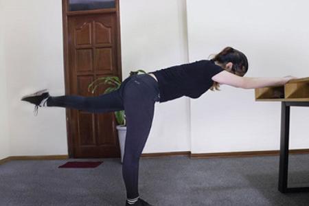 foot-massage-nguyen-son-137-Một số bài tập chữa đau lưng hiệu quả