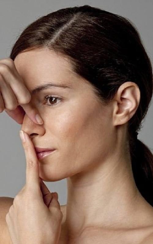 massage giúp mũi thẳng